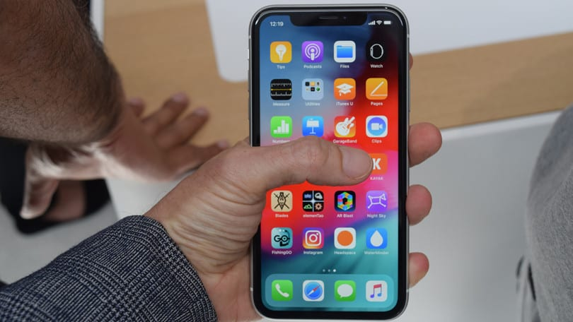 How to fix an Apple iPhone XS that is stuck on infinite boot