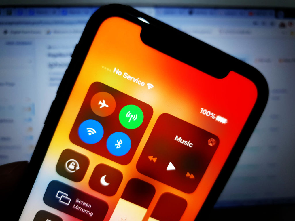 You'll be able to see the iPhone XR No Service if you access the Control Center